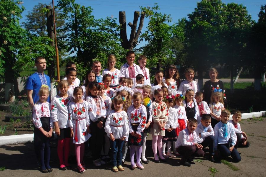 Шкільний фестиваль «Вишивана моя Україна» в Олександрівському НВК 1efb9c36dd6f7